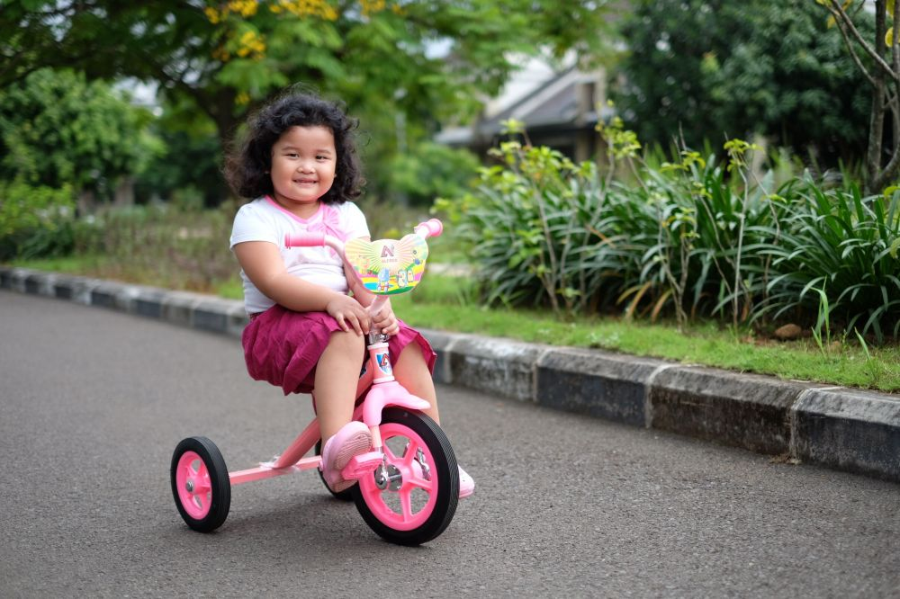 Not related with Christmas, but my cute Maryam ride her first bike today in Grand Wisata! And I love this pic! :)