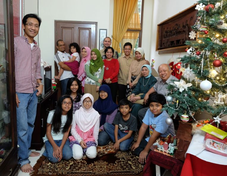 Our Family with Pakde Pras Family on Christmas Day