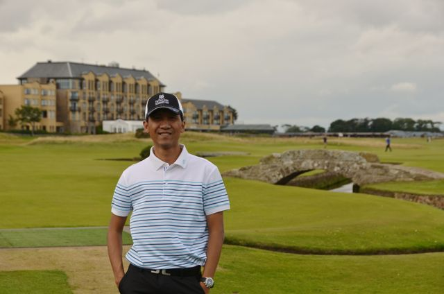Me at St. Andrews Old Course. At the background is the famous Swilcan bridge and historical Old Course hotel in 17th Road Hole.